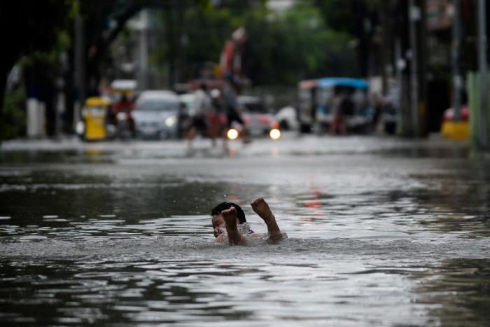 Image Monsoon rains flood Philippines as thousands evacuated