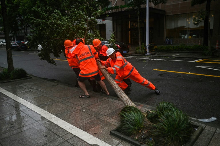 Typhoon In-Fa drenches eastern China