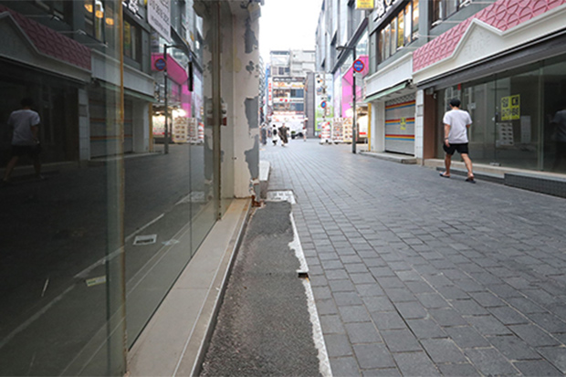Nearly half of shops at shopping mecca in Seoul emptied