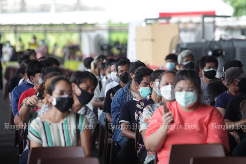 Monks, nuns and all temple staff wait coronavirus jabs at a vaccination centre at the SCG headquarters in Bang Sue on Sunday. (Photo: Apichart Jinakul)