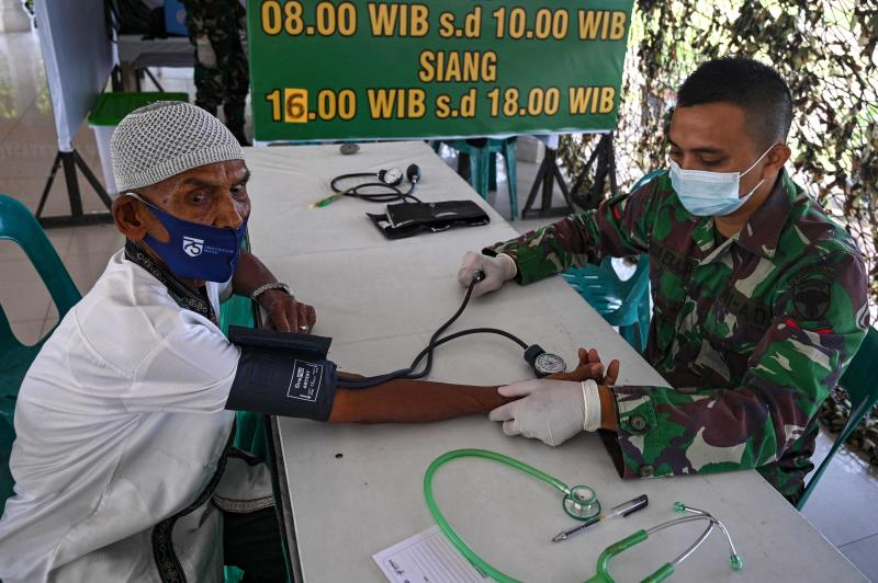 Most Indonesians want vaccinations but lack access