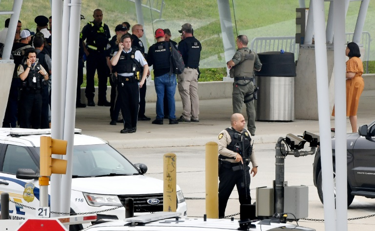 Law enforcement officers near the entrance of the Pentagon after a shooting incident.