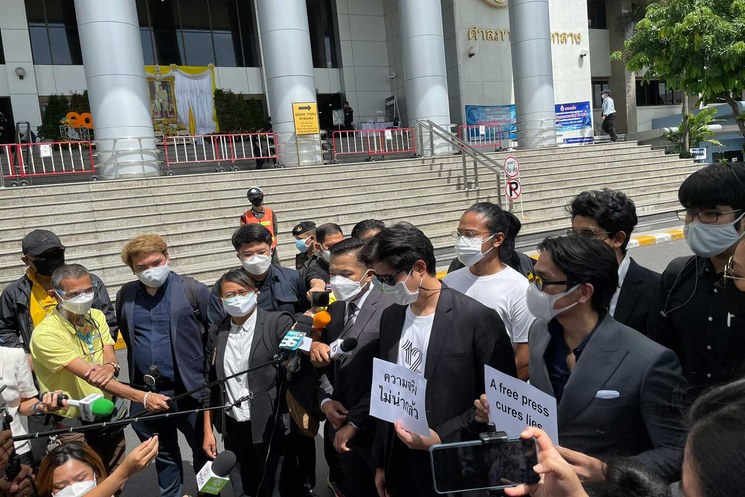 Media representatives and human rights lawyers talk to reporters before filing a lawsuit at the Civil Court on Aug 2 against a prime minister's order they said  threatens press freedom and free speech. (Photo: @HRLawyersTH Twitter account)