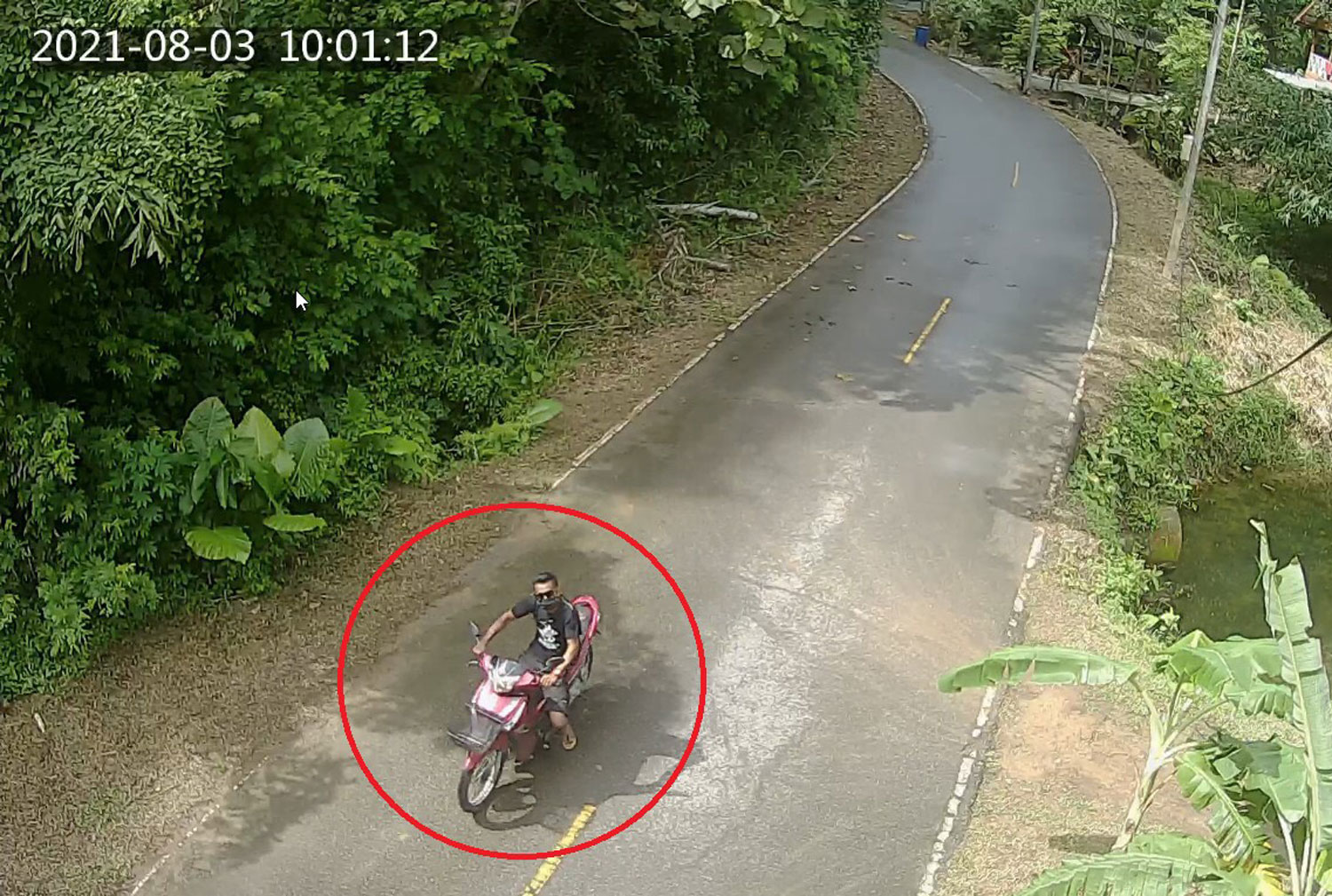 A security camera captured this image of a 27-year-old man seen riding near Ton Ao Yon waterfall, where the body of a Swiss tourist was discovered on Thursday afternoon. (CCTV image supplied)