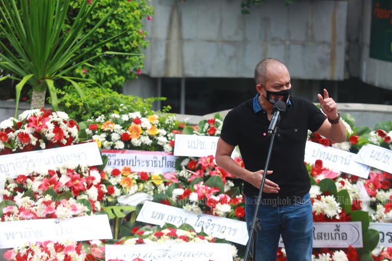 Red-shirt leader Nattawut Saikuar returns to rallies by joining the Aug 1