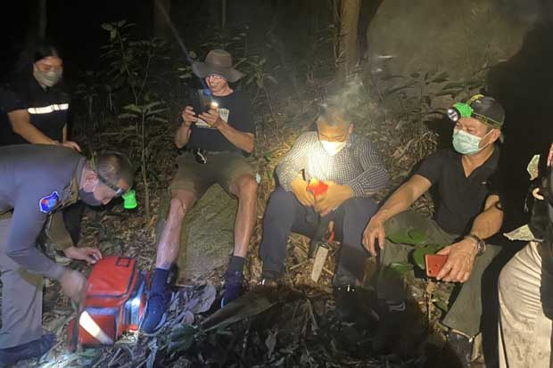 Police help Danish tourist Michael Hilderbrand after locating him in a forest in Thalang district of Phuket on Saturday night. (Photo: Achadtaya Chuenniran)