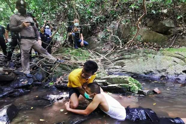 Teerawat Thothip conducts one of three crime re-enactments at Ton Ao Yon waterfall in Phuket on Sunday. (Photo supplied)