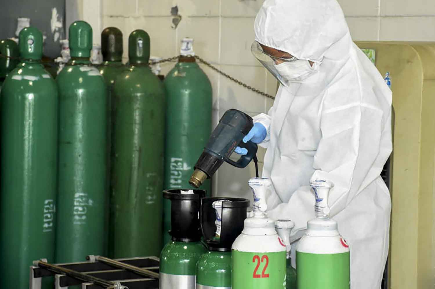 An air force officer prepares cylinders of oxygen to help Covid-19 patients at the Directorate of Aeronautical Engineering in Don Muang district, Bangkok, on Wednesday. (Air force photo)