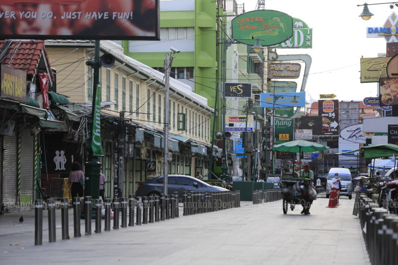 Khao San Road is quiet after the Covid-19 outbreak in the country. (Photo: Pornprom Satrabhaya)