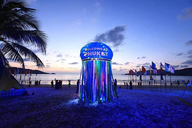 A colourful 5-metre high jellyfish erected on Patong beach in Phuket to celebrate the return of tourists. (Photo: Tourism and Sports Ministry)