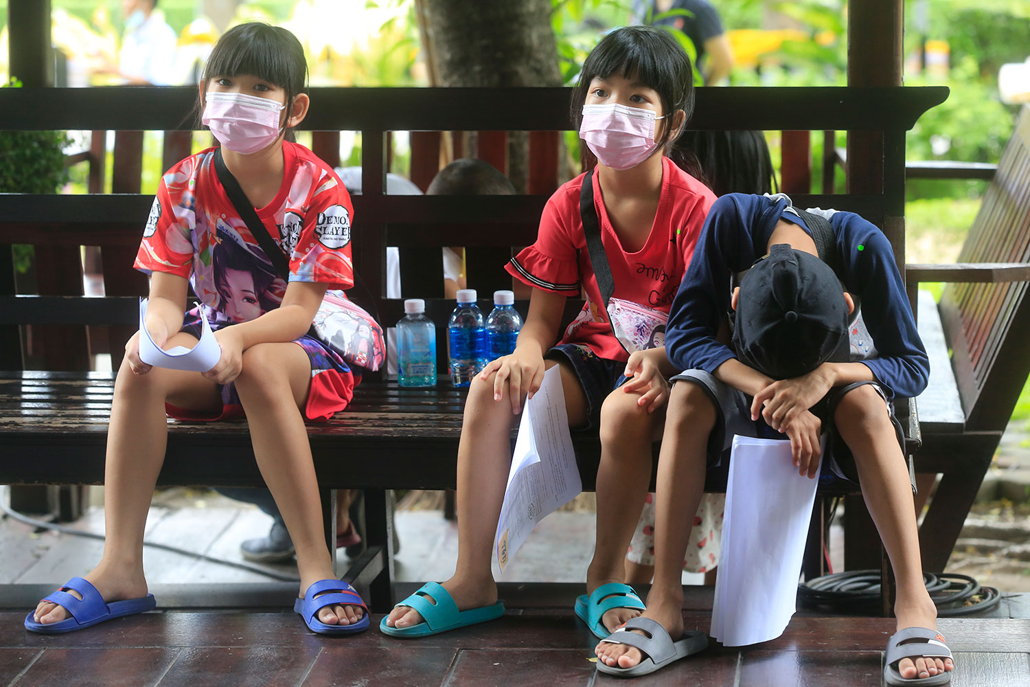 Department of Health advises vaccination against Covid-19 for young people aged 12-18 years who suffer from chronic illnesses, amid concern over rising infections in this age group. (Bangkok Post photo)