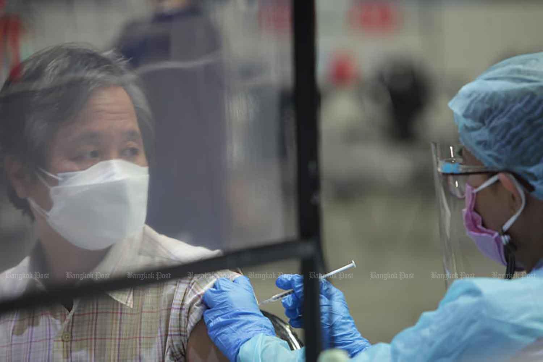 A man receives a Covid-19 vaccine jab in Bang Khae district, Bangkok, on Aug 8. (Photo: Apichit Jinakul)