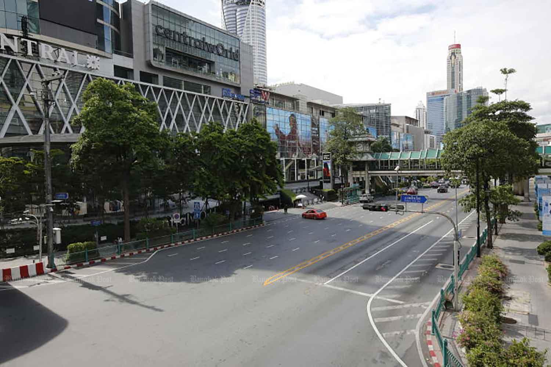 Traffic is light on Ratchadamri Road, Bangkok, due to lockdown measures last month. (Photo: Wichan Charoenkiatpakul)