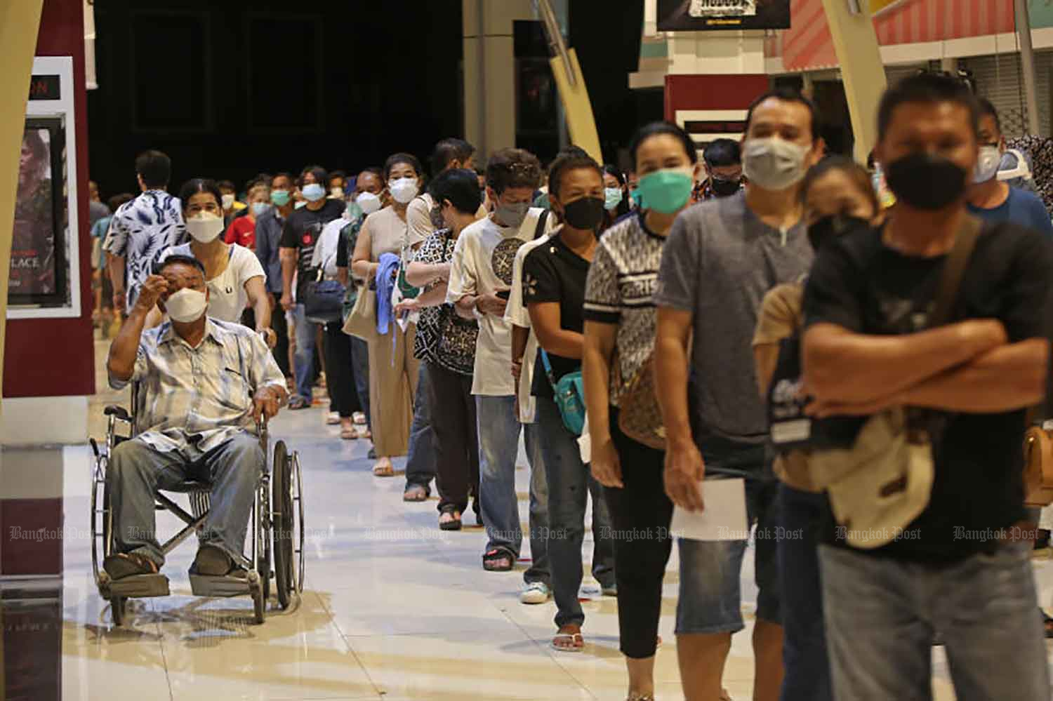 People stand in line for their first dose of Covid-19 vaccine at The Mall Bangkapi shopping centre in Bangkok on Wednesday. The AstraZeneca vaccine was on offer, with walk-ins accepted in the case of pregnant women. (Photo: Varuth Hirunyatheb)