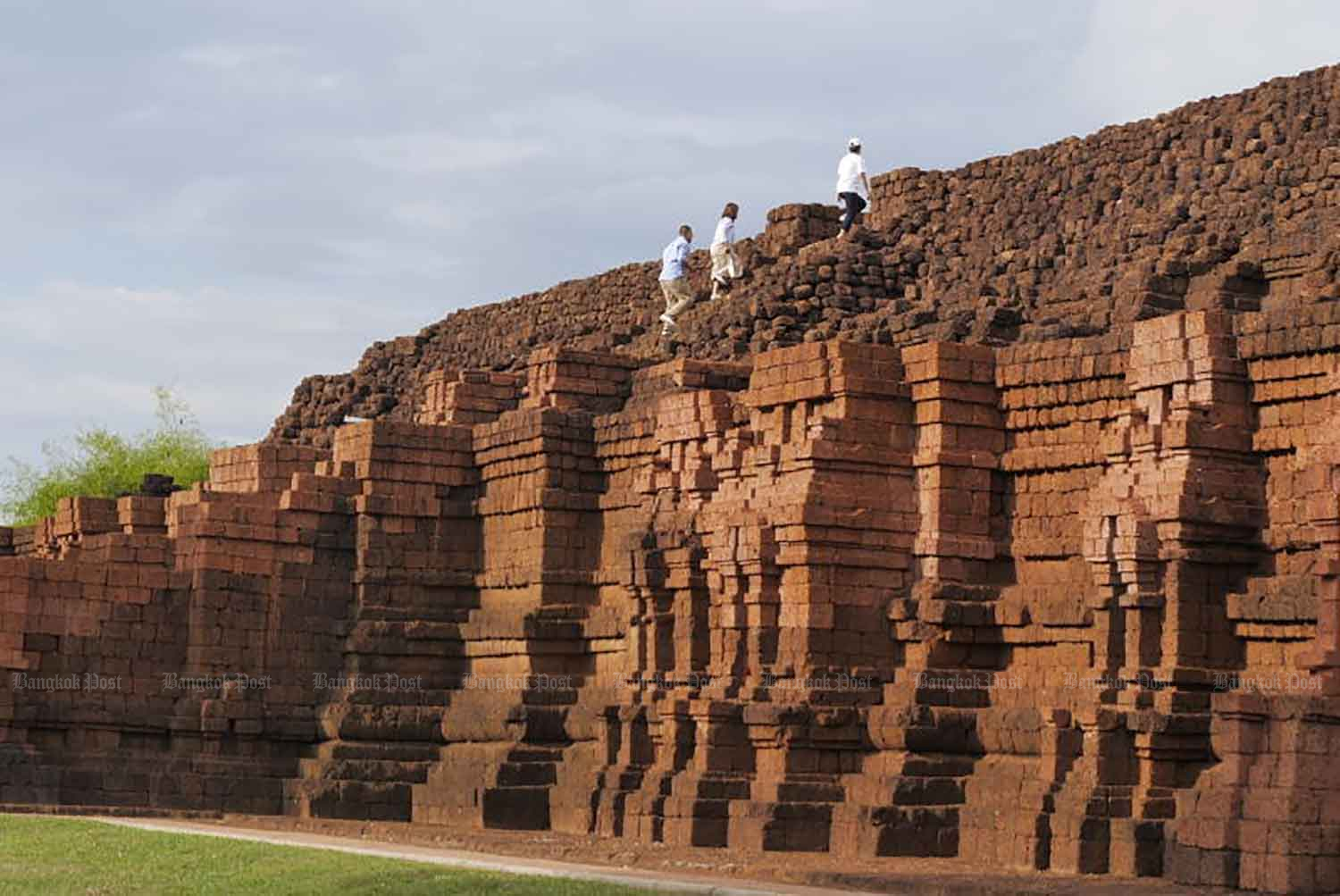 The huge Khao Khlang Nok stupa in the ancient city of Sri Thep is the biggest Dvaravati monument in the country. (Bangkok Post file photo)