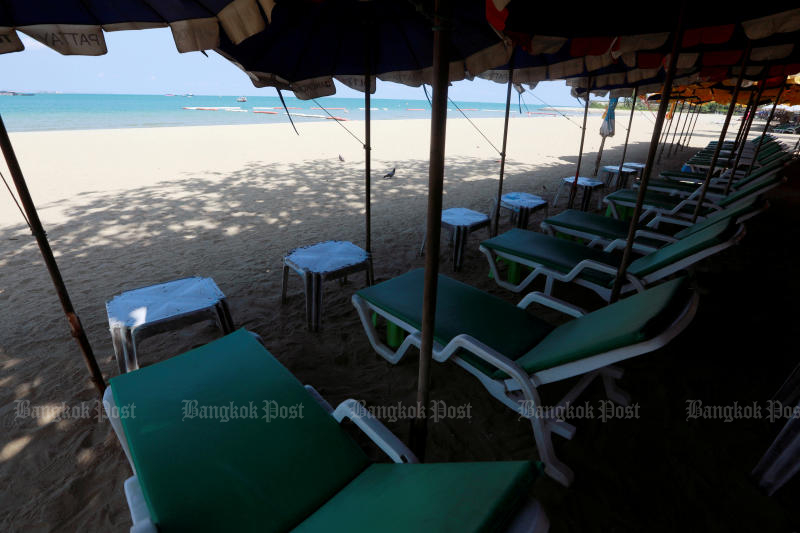 Empty chairs are seen on a beach, which is usually full of tourists, amid fears of coronavirus disease in Pattaya on March 27, 2020. (Reuters photo)
