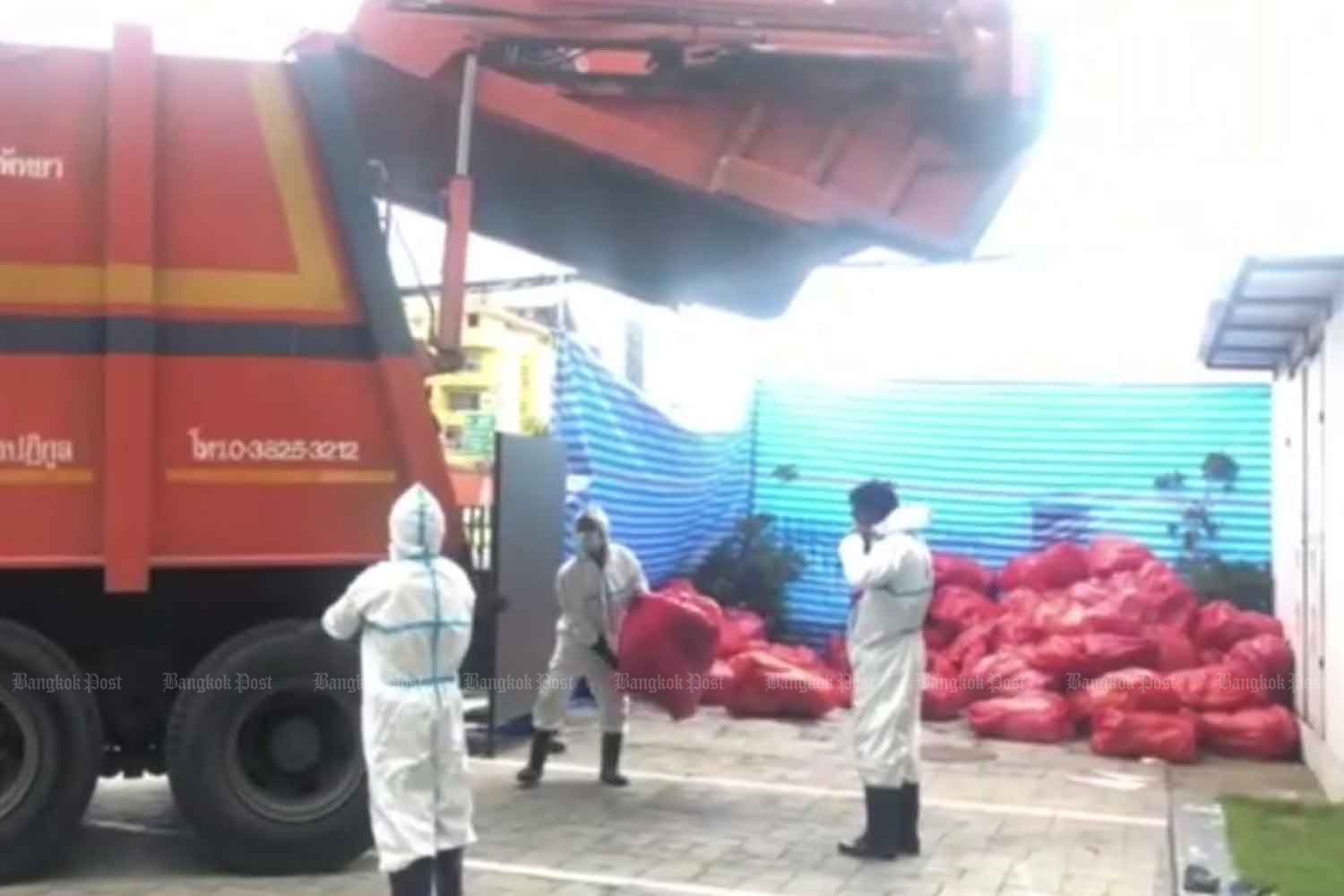 Workers collect red bags containing infectious waste in Pattaya. The quantity of infectious waste in Pattaya has increased along with the number of Covid-19 infections. (Photo: Chaiyot Pupattanapong)
