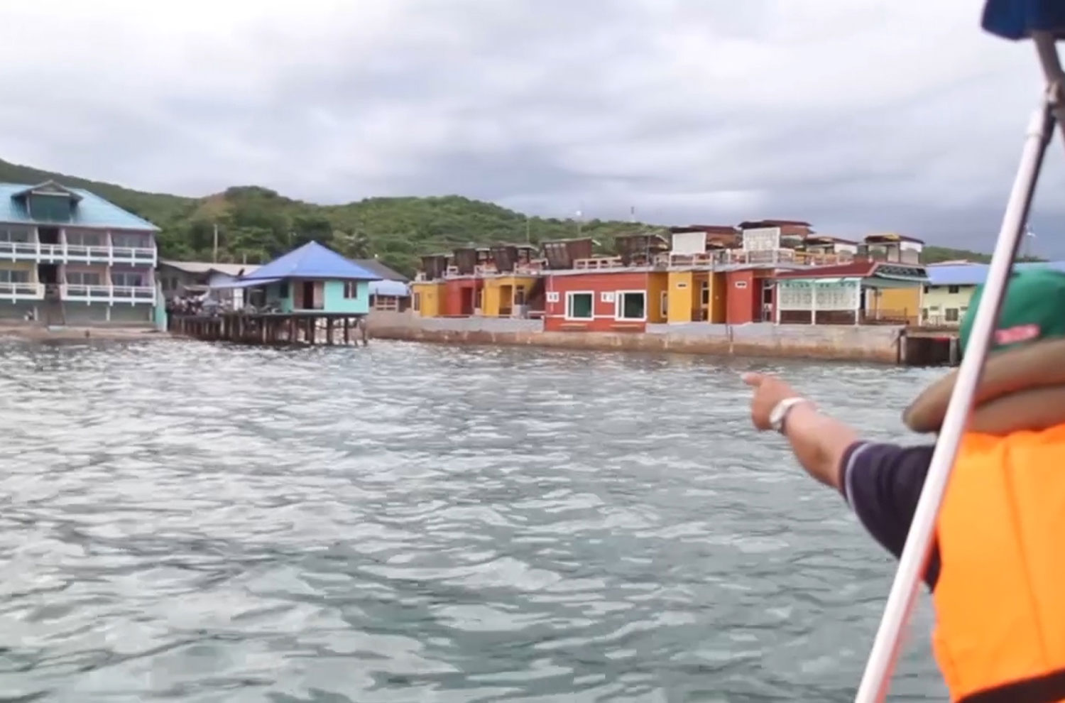 A  marine official shows resorts suspected of illegally encroaching into the sea at Koh Lan island off Pattaya, Chon Buri. (Photo: Chaiyot Pupattanapong)