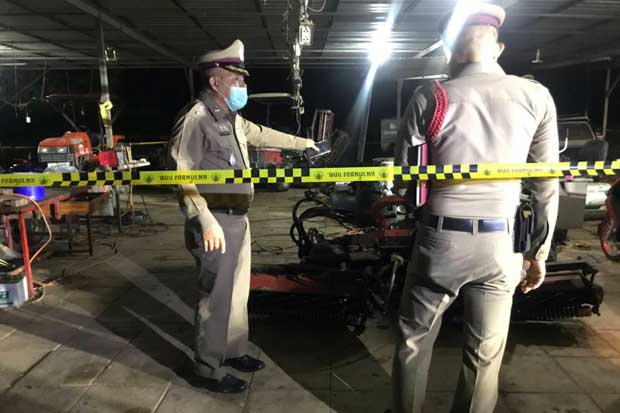 Police at the scene of the fatal shooting at the Silver Star golf course's cart repair shop in Phrom Phiram district, Phitsanulok, on Sunday night. (Photo: Chinnawat Singha)