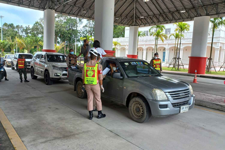 Visitors to Phuket are screened at a checkpoint on Monday. (Photo: Achadthaya Chuenniran)