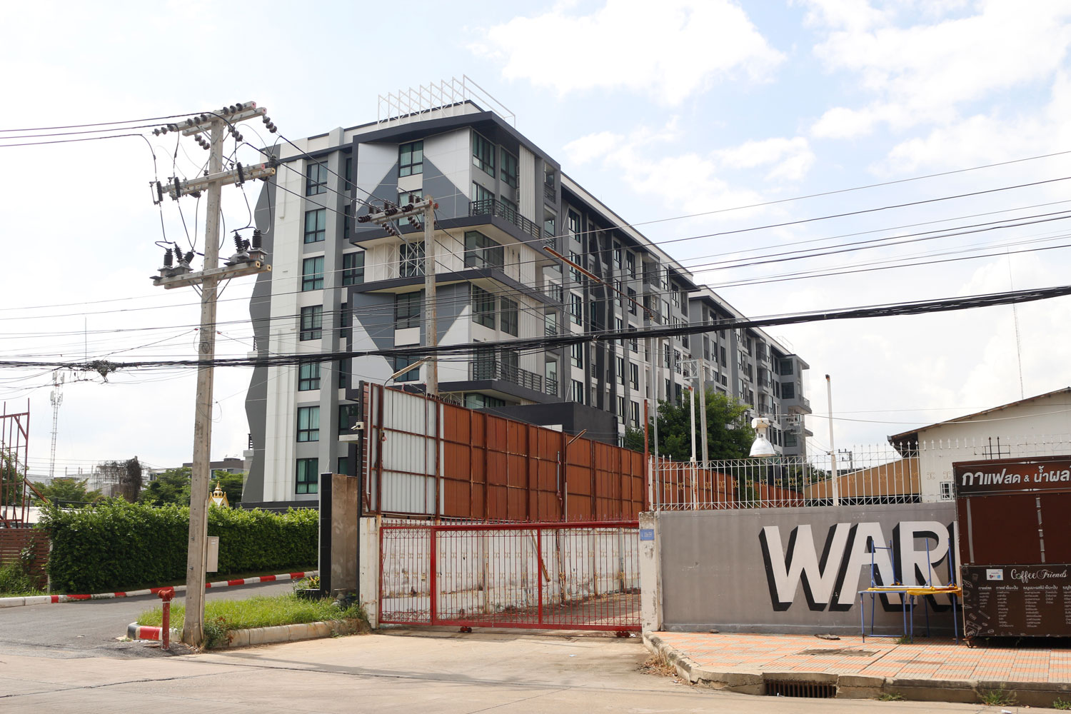 Pol Col Thitisan Utthanaphon, 39, the sacked chief of Muang district police in in Nakhon Sawan and prime suspect in the fatal torture case, rents a room at this condominium building in the lower northern province. (Photo: Chalit Phumruang)