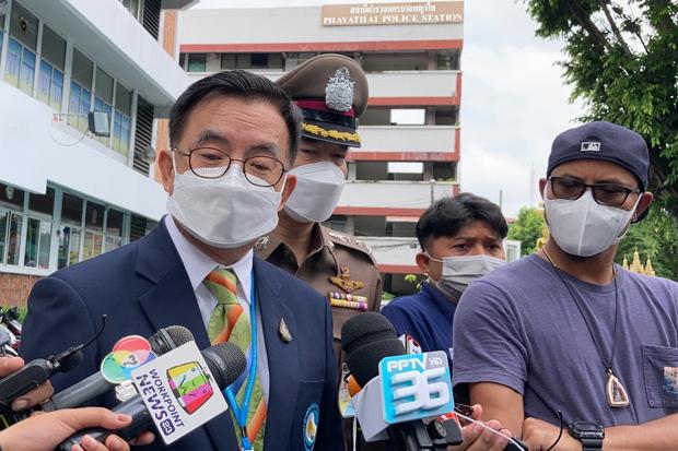 Thirachai Chantharotsiri, director of Bhumirajanagarindra Kidney Institute Hospital, talks to reporters at Phaya Thai police station, where he filed a complaint on Wednesday that patients' data had been stolen. (Photo: Wassayos Ngamkham)