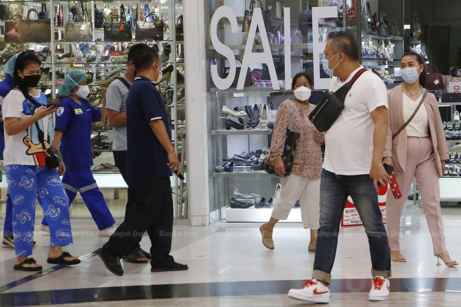 People shop at Future Park Rangsit mall in Pathum Thani province on Tuesday after Covid-19 restrictions were eased early this month. (Photo by Apichit Jinakul)