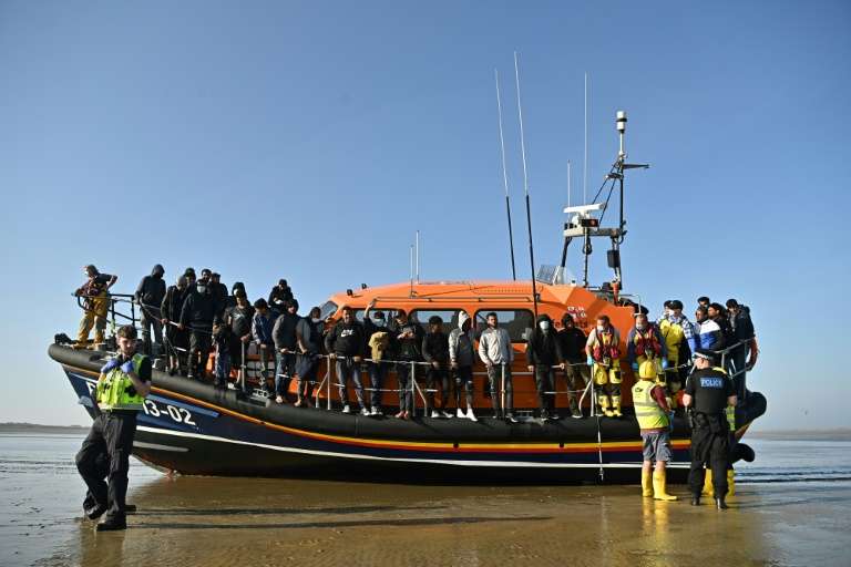 UK migrant plan stokes tensions with France