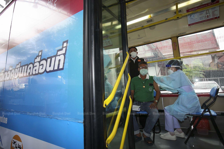 A man receives a Covid-19 vaccine at a BKK mobile vaccination unit provided by the Bangkok Metropolitan Administration at Wat Thep Naree on Charan Sanitwong Soi 68 in Bangkok on Wednesday. (Photo by Pattarapong Chatpattarasill)