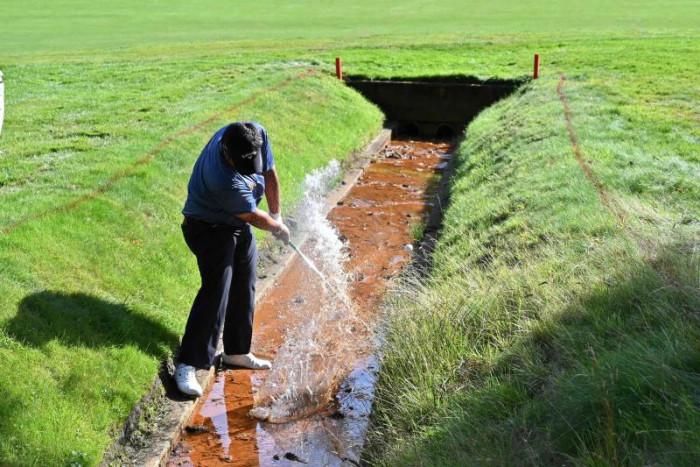 Golfer Kiradech hits multiple bogeys at Wentworth