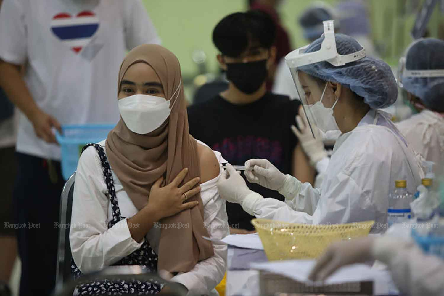 A woman receives a Covid-19 vaccine booked via the Thai Ruam Jai project at The Mall Bangkapi shopping centre in Bangkok on Tuesday. (Photo: Varuth Hirunyatheb)