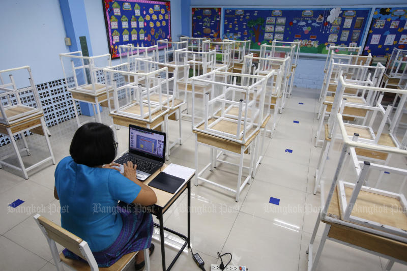FILE PHOTO: A teacher at Surao Mai School in Suan Luang district of Bangkok teaches students online in an empty classroom on June 23, 2021. (Photo: Wichan Charoenkiatpakul)