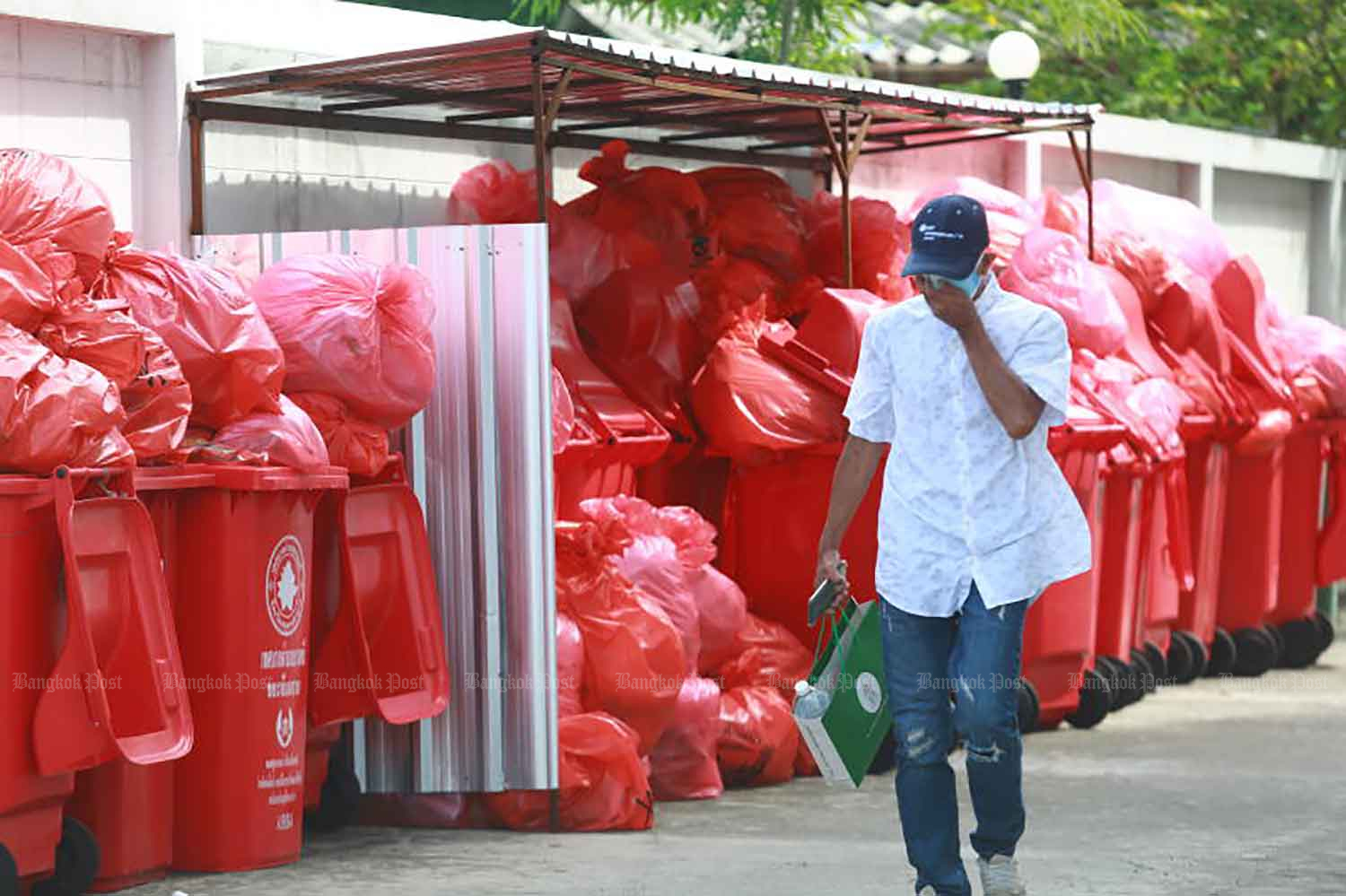 Temples barred from burning Covid waste