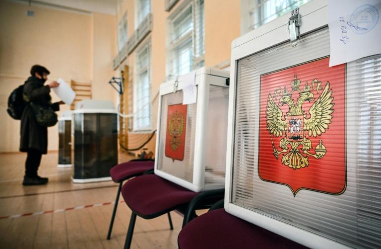 Putin's party set to retain parliament majority after polls