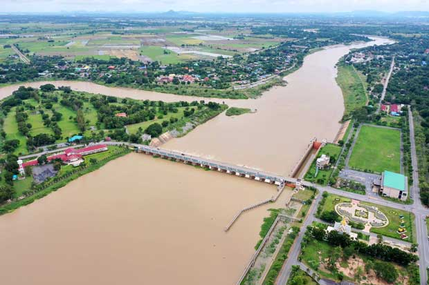 Agriculturists suggest diversion of water to both sides of Chao Phraya
