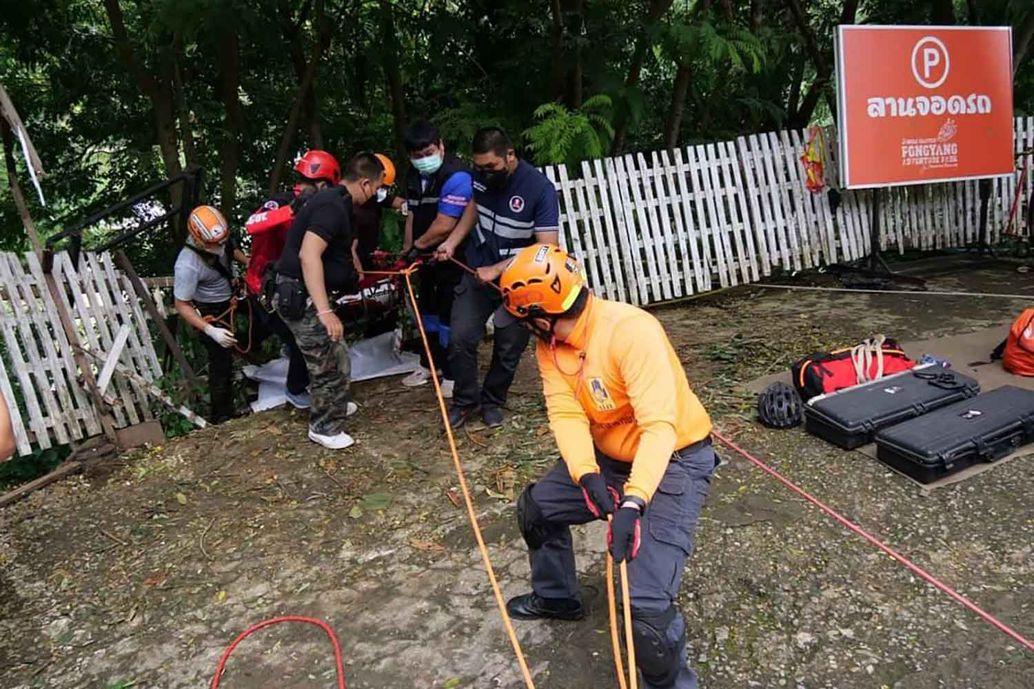 Cyclist plunges into Chiang Mai ravine