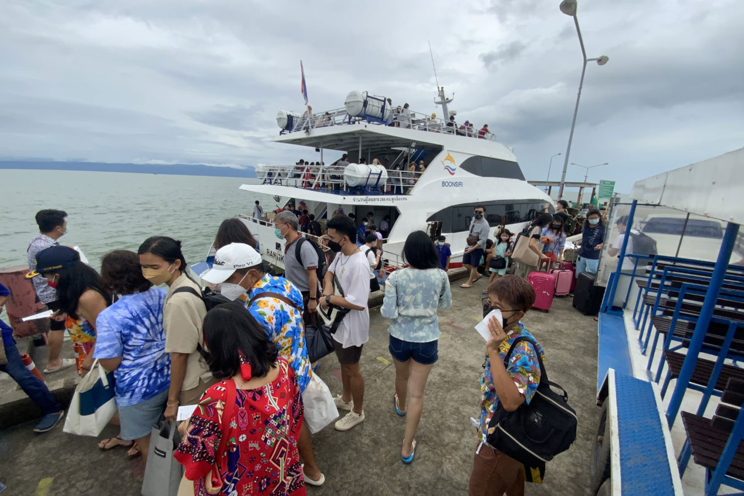 Vaccinated holidaymakers flock to Koh Kut in Trat
