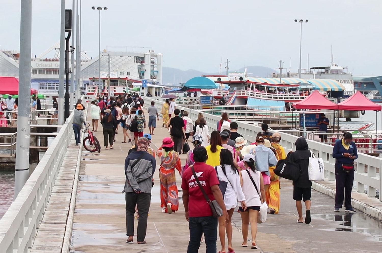 Pattaya comes alive as thousands flock to Koh Lan