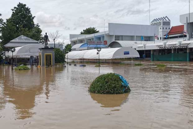 Patients evacuated after floods ravage Chaiyaphum hospital