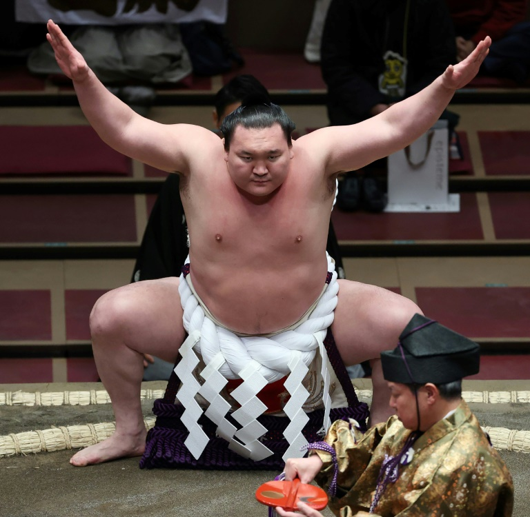 Record-breaking sumo champ Hakuho to retire: reports