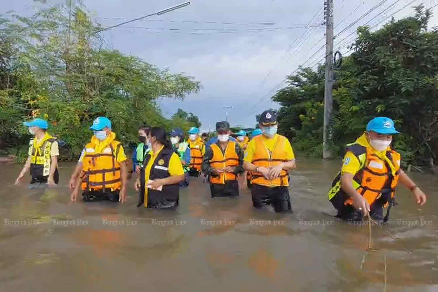 Flooding in 30 provinces leaves 6 dead