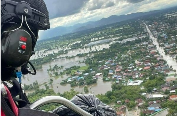 Volunteer takes to skies to drop supplies to flood victims