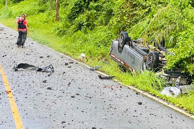 Bomb under road kills 2 police officers, injures 4