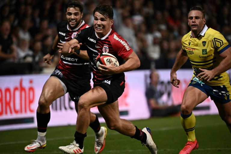 France's Dupont suceeds Kolbe as Top 14 player of the year