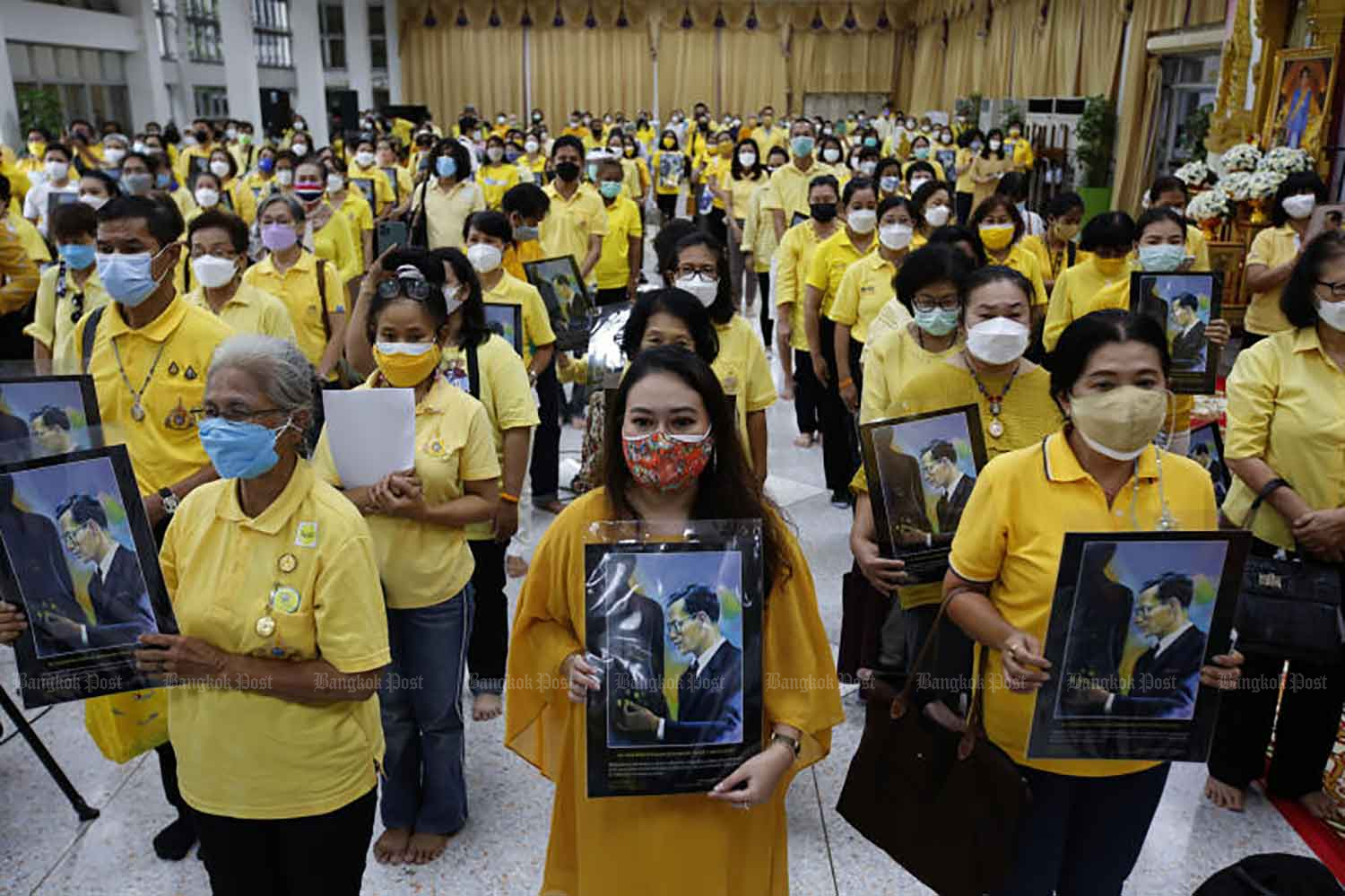 Yellow-clad people attend a ceremony to remember His Majesty King Bhumibol The Great at Siriraj Hospital in Bangkok on Wednesday.(Photo: Wichan Charoenkiatpakul)