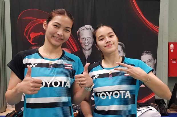 Doubles stars Jongkolphan Kititharakul (left) and Rawinda Prajongjai celebrate their success.