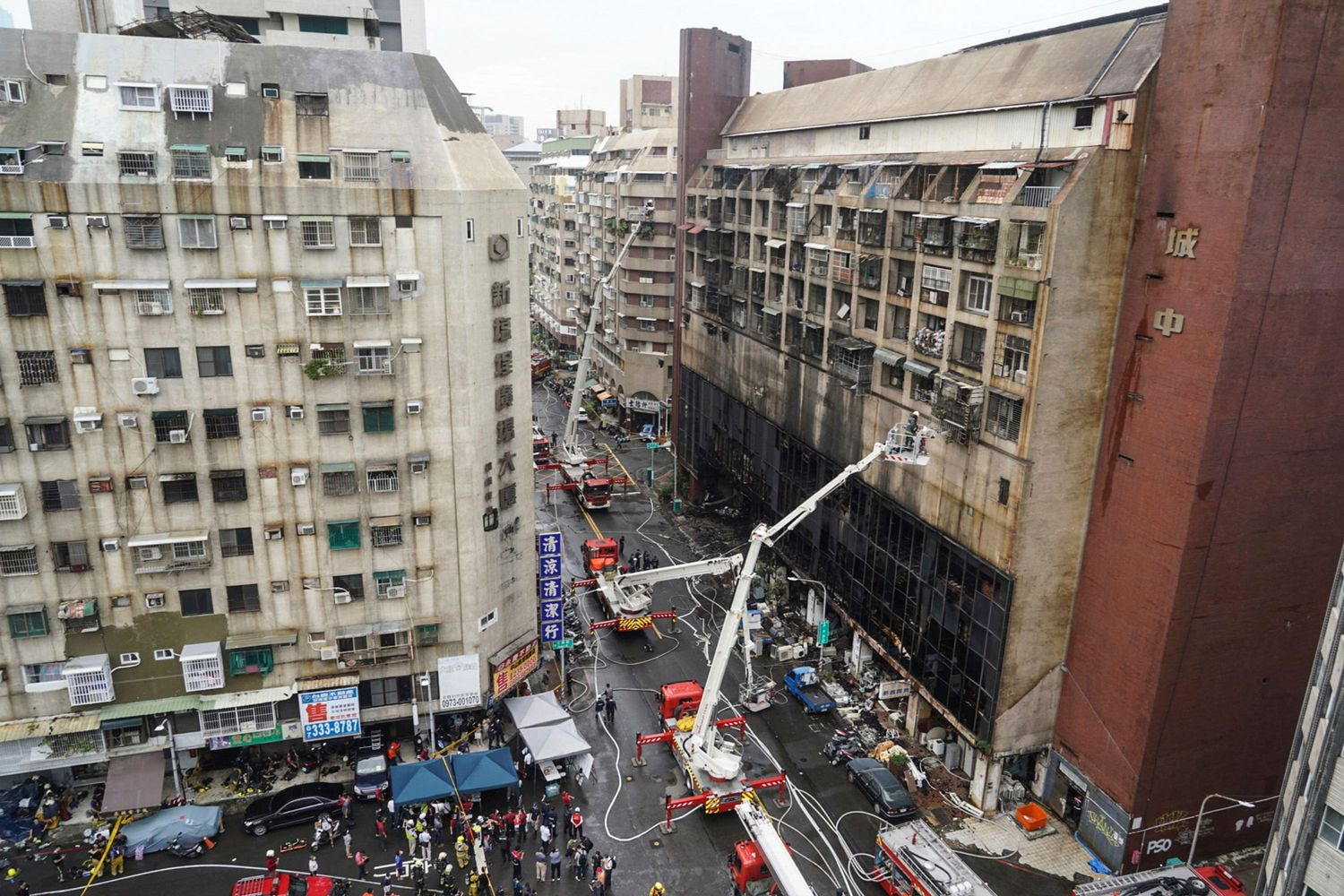 This picture taken and released by Taiwan's Central News Agency on Thursday shows rescue operations after an overnight fire tore through a building in the southern Taiwanese city of Kaohsiung, killing at least 46 people and injuring dozens of others. (AFP photo/CNA photo)