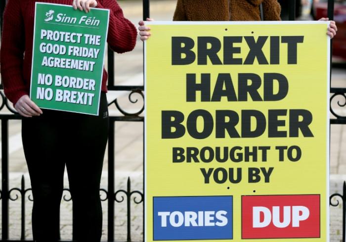 EU offers border 'express lane' to solve N.Ireland Brexit row