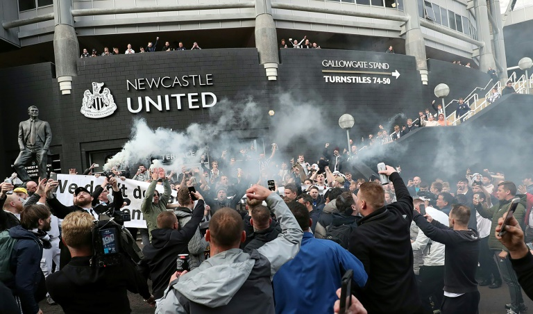 Newcastle launch new era as Man Utd grapple with injuries