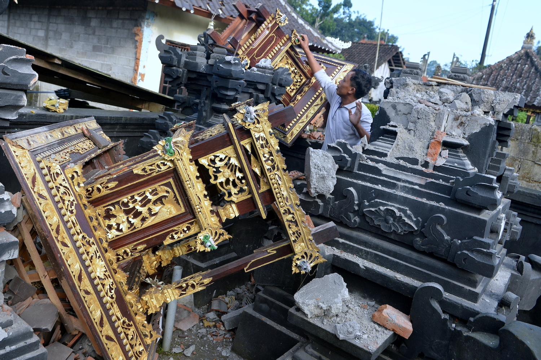 Three killed in Bali earthquake